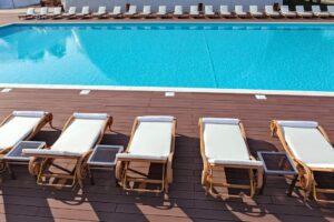 Premium Wellness Institute -piscina exterioara